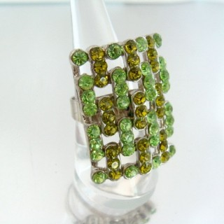 24579-001 ADJUSTABLE FASHION JEWELRY RING WITH GLASS
