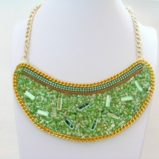 25116-01 BIB NECKLACE MADE WITH VARIOUS EMBELLISHMENTS