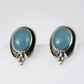 27472-10 OVAL SILVER 18 X 13 MM EARRINGS: CALCEDONIA
