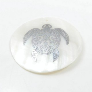 29169-27 ROUND 50 MM SHELL PENDANT WITH TURTLE