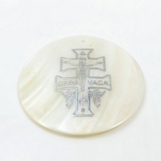 29169-32 ROUND 50 MM SHELL PENDANT WITH CARAVACA'S CROSS