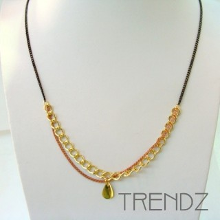 19526-01 LONG GOLDEN NECKLACE WITH VARIOUS CHAINS