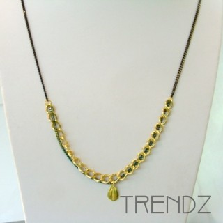 19526-02 LONG GOLDEN NECKLACE WITH VARIOUS CHAINS