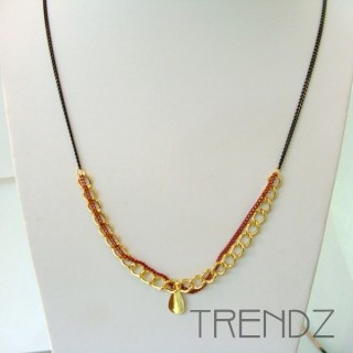 19526-03 LONG GOLDEN NECKLACE WITH VARIOUS CHAINS