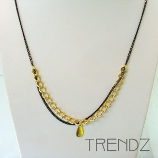 19526-04 LONG GOLDEN NECKLACE WITH VARIOUS CHAINS