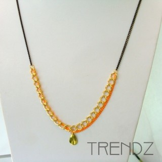 19526-07 LONG GOLDEN NECKLACE WITH VARIOUS CHAINS