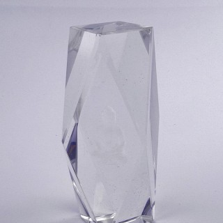 37564 CRYSTAL 15 X 6.5 X 6.5 CM FIGURE WITH LASER CARVED SYMBOL OF BUDDHA