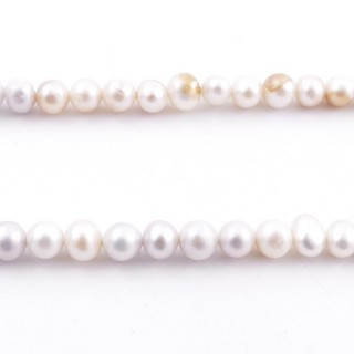 36114 32 CM LONG STRING OF 3-4 MM FRESHWATER PEARLS