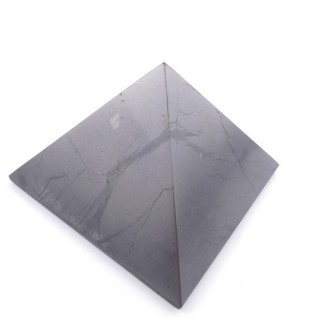 48017 POLISHED 9 CM PYRAMID EN SHUNGITE STONE FROM RUSSIA