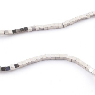 42645-07 40 CM STRING OF 2 MM CUBE SHAPED HEMATITE BEADS