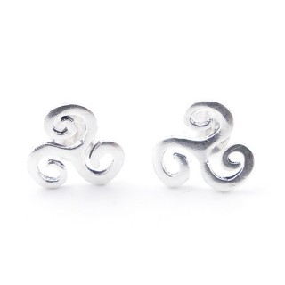 55530 STERLING SILVER TRISQUEL SHAPED 9 MM STUD EARRINGS