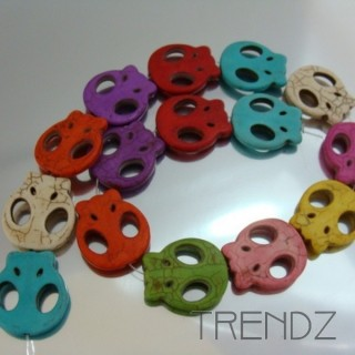 18930-06 40 CM STRING OF DYED HOWLITE BEADS