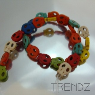 18930-13 40 CM STRING OF DYED HOWLITE BEADS